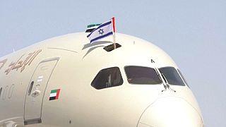 طائرة تابعة لشركة طيران الاتحاد الإماراتية تحمل علم إسرائيل.