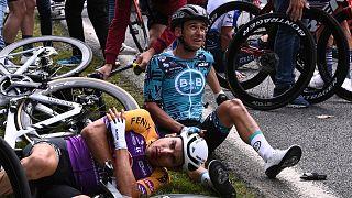 Fransa Bisiklet Turu'nun açılış etabında 50 bisikletçi zincirleme kaza yaptı