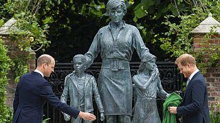 Памятник принцессе Диане в день 60-летия