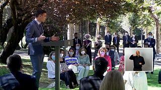 El presidente del gobierno español Pedro Sánchez reunió a sindicatos y patronal en el Palacio de la Moncloa