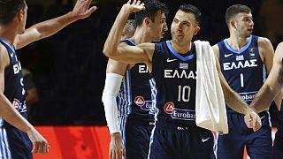 Οι παίκτες της εθνικής μπάσκετ της Ελλάδας πανηγυρίζουν μετά τη νίκη επί της Κίνας στο προολυμπιακό τουρνουά μπάσκετ που διεξάγεται στον Καναδά