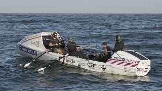 بعد عبورهم من سان فرانسيسكو إلى هاواي في 30 يوما.. 4 رجال يحطمون الرقم القياسي العالمي في التجديف