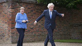Nein, Merkel und Johnson wagten kein Tänzchen beim Besuch der Kanzlerin auf dessen Landgut Chequers