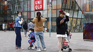 Zwangsarbeit durch Uiguren in China? Ermittlungen gegen Uniqlo und Zara