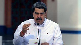 نيكولاس مادورو وهو يتحدث في قصر ميرافلوريس الرئاسي في كاراكاس، فنزويلا، 4 أبريل 2021