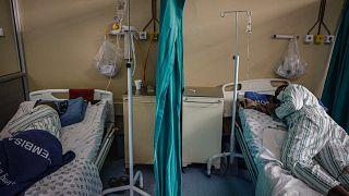 المرضى المصابون بكوفيد -19 في مستشفى تمبيسا، جنوب إفريقيا، 2 مارس 2021