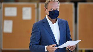 Tusk a lengyel elnökválasztás első fordulójában Sopotban 2020. június 28-án