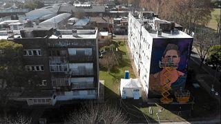 دیوارنگاری از چهره لیونل مسی در زادگاهش
