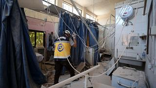 إحدى غرف مستشفى الشفاء، بعد يوم من إصابتها بقذائف المدفعية في مدينة شمال سوريا الخاضعة لسيطرة المعارضة، 13 حزيران / يونيو 2021
