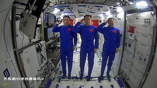 راهپیمایی فضایی دو فضانورد چینی