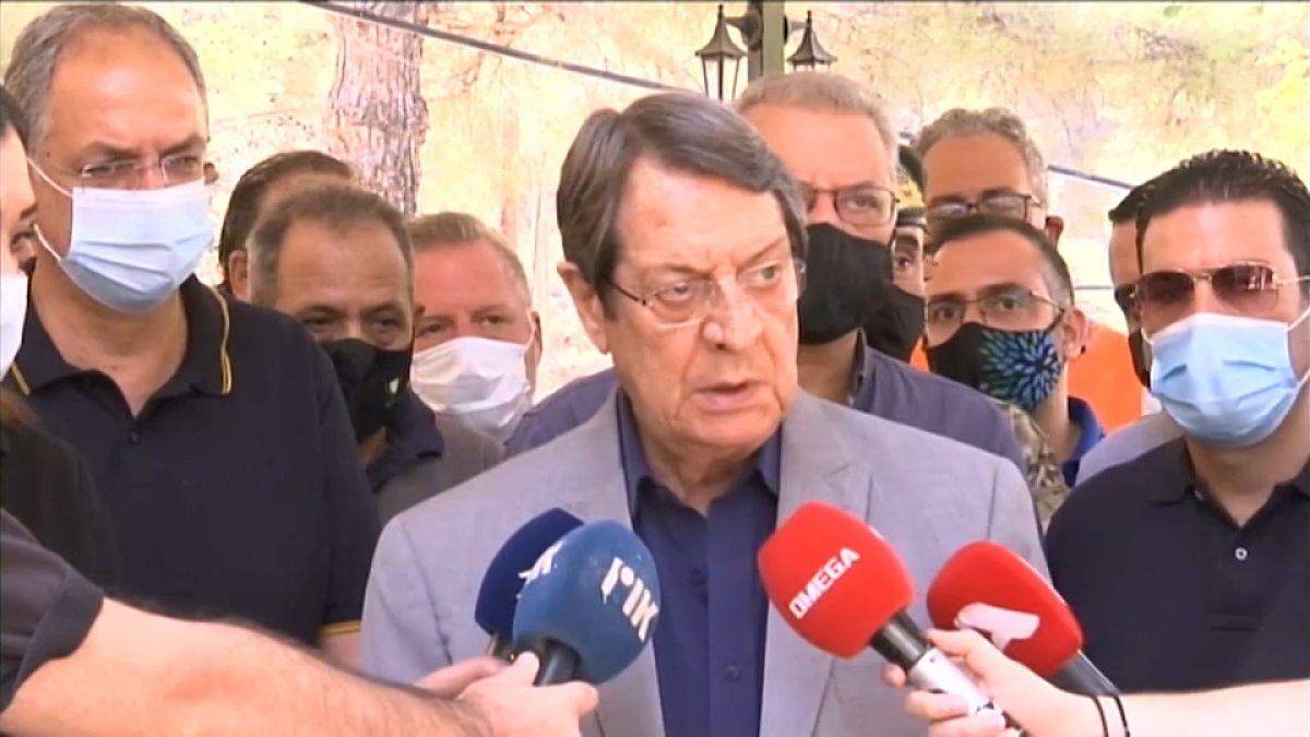 El presidente de Chipre equipara el incendio con la invasión turca |  Euronews