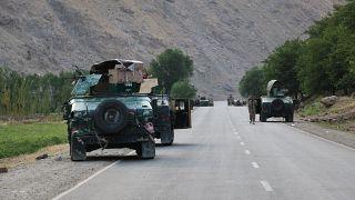 Troupes afghanes près la ligne de front des combats entre les talibans et les forces de sécurité, près de la ville de Badakhshan, le 04/07/2021
