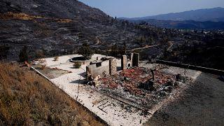 Εικόνες απόλυτης καταστροφής από την φονική πυρκαγιά στην Κύπρο