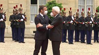 Mattarella ricevuto da Macron