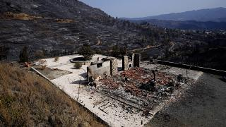 Сгоревший дом в деревне Ора