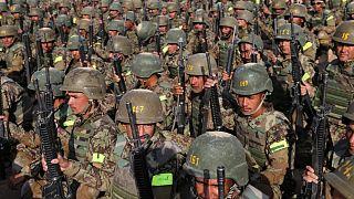 Tatbikat yapan Afgan askerleri (arşiv)