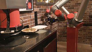 طباخ روبوت متخصص بطناعة البيتزا