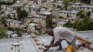 Προετοιμασίες των κατοίκων στο Πορτ ο' Πρενς της Αϊτής