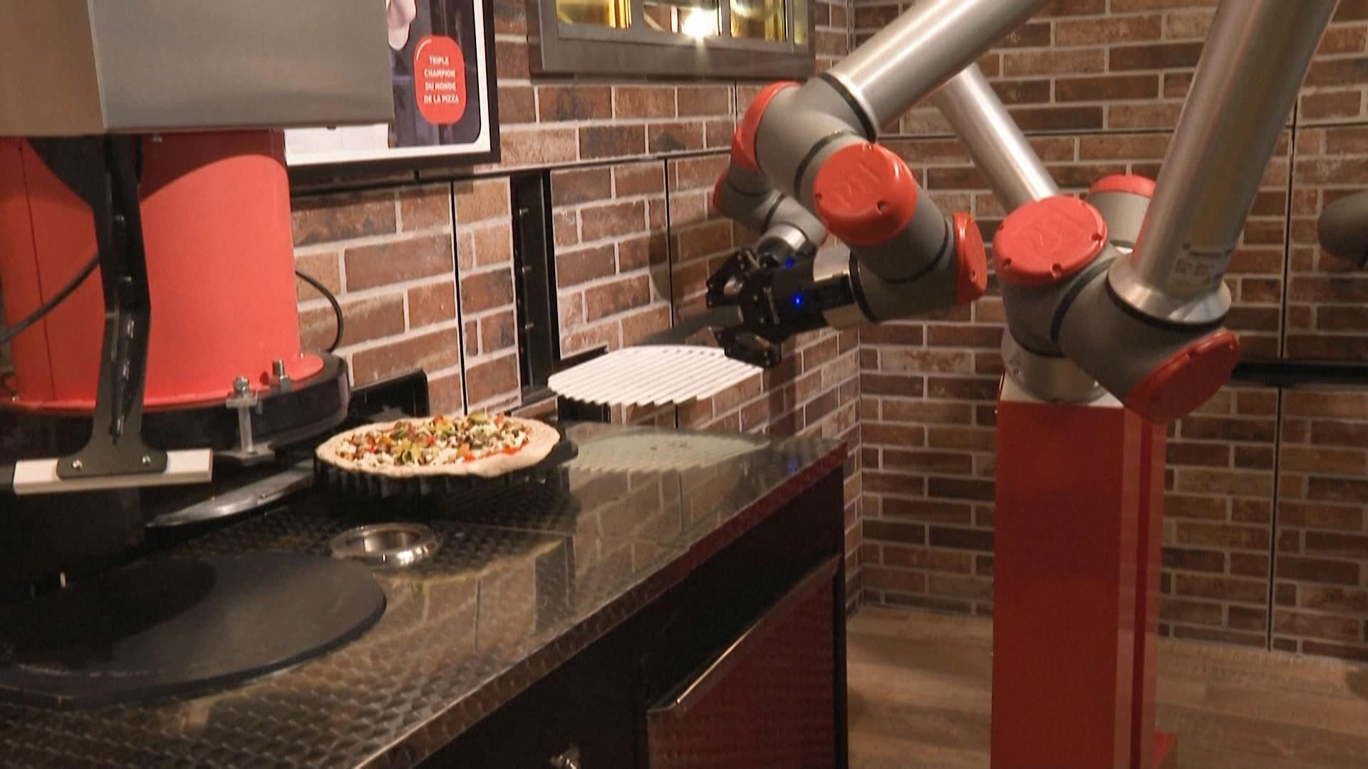 Pizza-making robot makes its debut in Paris | Euronews
