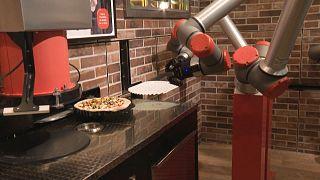 В Париже пиццу вам приготовит робот