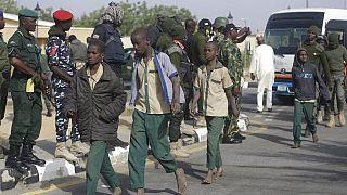 Nijerya'da okulların basılarak silahlı çeteler tarafından toplu şekilde öğrenci kaçırılma olaylarına sıkça rastlanıyor.