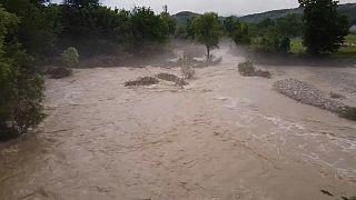 فيضانات عارمة تجتاح مناطق في روسيا وشبه جزيرة القرم
