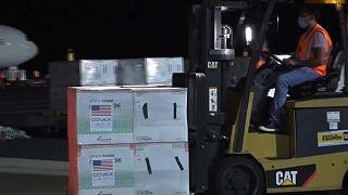 Cargamento de vacunas donadas por EEUU a El Salvador