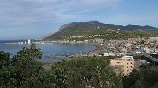 شاطئ تنس في غرب الجزائر