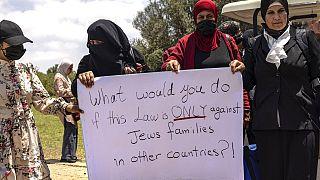 İsrail'de yaşayan Arap asıllı aileler oylama öncesinde söz konusu yasayı protesto etmişti.