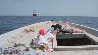Imbarcazione di migranti alla deriva nel Mediterraneo