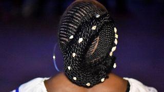 Au Royaume-Uni, le cheveu noir s'impose dans tous les salons