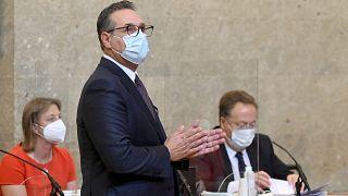 نائب المستشار النمساوي السابق هاينز كريستيان شتراخه أمام محكمة فيينا اليوم الثلاثاء 6 أيار/مايو 2021
