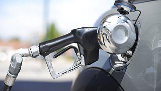 Petrol fiyatlarının artması akaryakıt sektörünü de olumsuz etkileyecek.