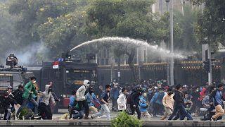 الشرطة تفرق تظاهرة في جاكرتا في العام 2020