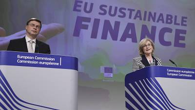 Valdis Dombrovskis and Mairead McGuinness unveiled the plans to green the EU's bond market.