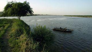 صيادو أسماك عند تقاطع النيلين الأزرق والأبيض