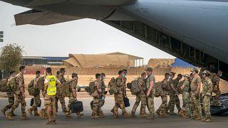 جنود من قوة برخان الفرنسية أنهوا رحلة عمل في منطقة الساحل، يغادرون قاعدتهم في جاو في مالي. 2021/06/09