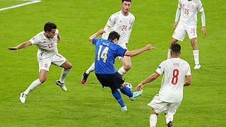Ο Φεντερίκο Κιέζα σκοράρει για την Ιταλία στον ημιτελικό με την Ισπανία στο Γουέμπλεϊ