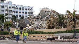 L'ouragan Elsa arrive sur la Floride, à Surfside, les fouilles continuent