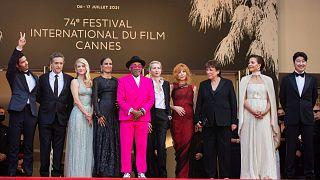 Weltstars auf dem roten Teppich - 74. Filmfestspiele von Cannes eröffnet