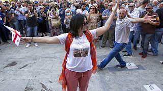 Противники гей-парада.