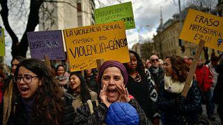 مظاهرات تطالب بالتصدي للجرائم الجنسية في إسبانيا