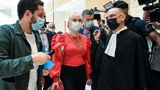 Mila vor der Urteilsverkündung in Paris