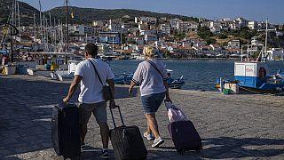 Touristen auf der ostägäischen Insel Samos, Griechenland, 8.6.2021
