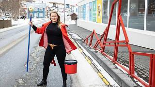 Una trabajadora posa en Islandia.