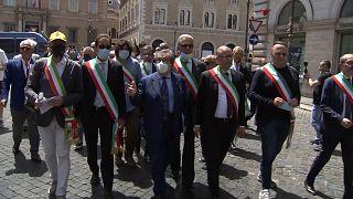 اعتراض شهرداران ایتالیا: به شخصیت ما احترام بگذارید