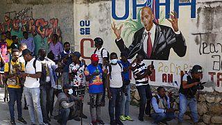 На Гаити объявили осадное положение и траур