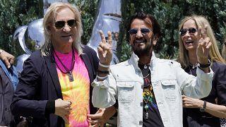"""Ringo Starr mit Ehefrau Barbara Bach (73) und """"Eagles""""-Gitarrist Joe Walsh (73)"""