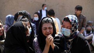 عزاداری هزاره های افغانستان برای یکی از کشته شدگان
