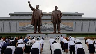 مواطنون يحيون ذكرى وفاة الزعيم كيم إيل سونغ في بيونغ يانغ- كوريا الشمالية.